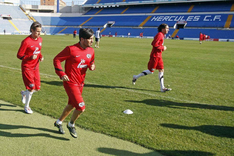 Rosas y Redondo, convocados por Hernández ante el Recre