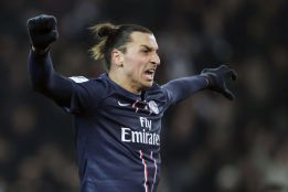 Ibrahimovic marca al Evian y ya suma 14 goles en 13 partidos