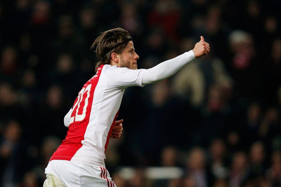 El Ajax prolonga su escalada