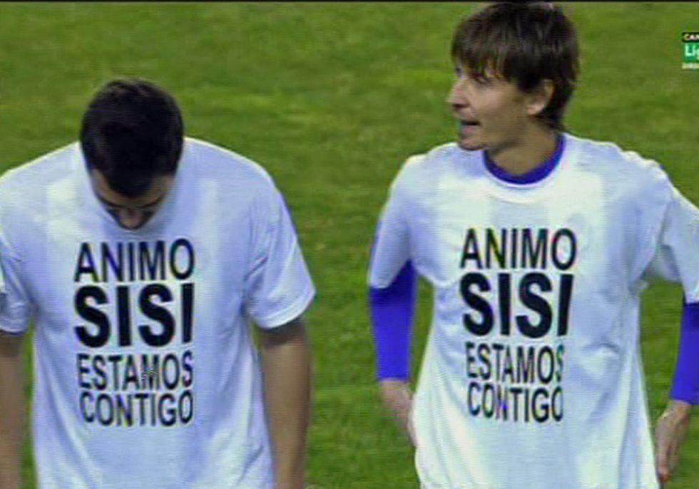 Los jugadores del Valladolid, con camisetas de apoyo a Sisi