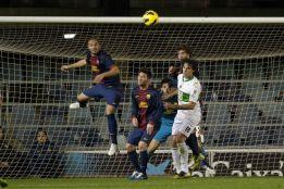 El Barcelona B obliga al líder a crecerse en un choque vibrante