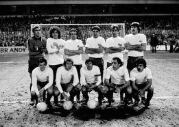 Sale a subasta la histórica camiseta blanca del Barcelona
