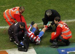 Adrián, baja casi segura en el Camp Nou por un esguince