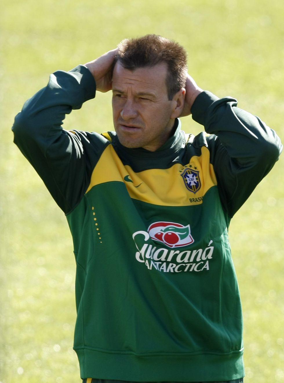 El exseleccionador brasileño Dunga dirigirá al Internacional