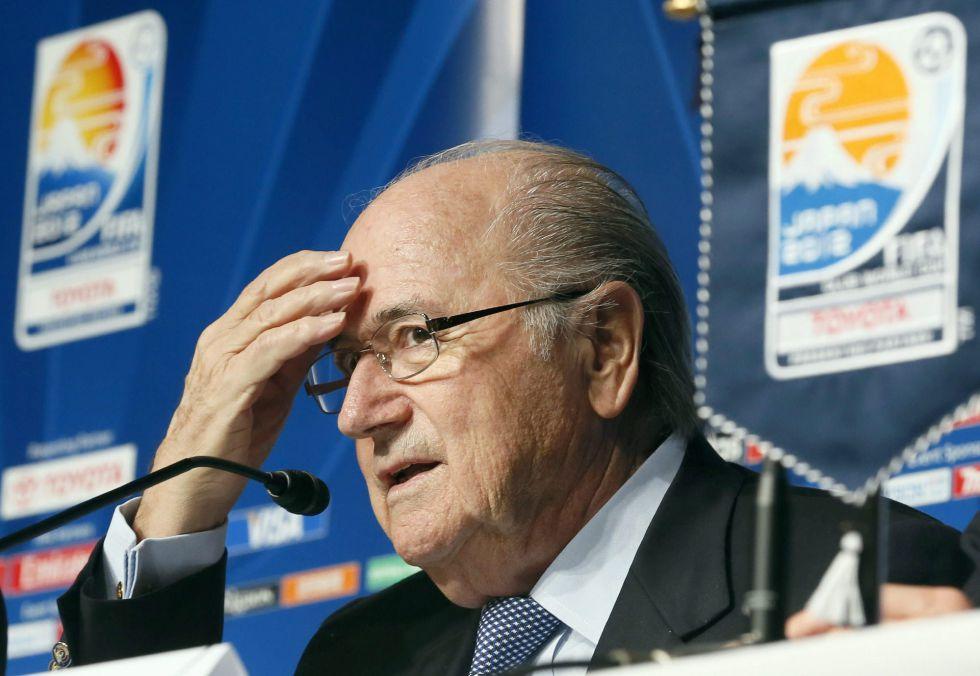 Blatter confirma que habrá ojo de halcón o chip en el Mundial