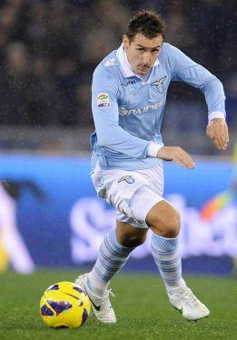Miroslav Klose distancia al Inter de la persecución al líder