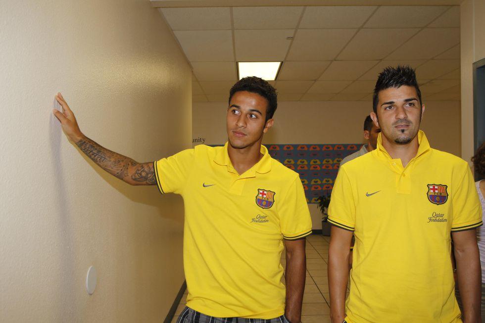 Thiago y David Villa se disputan el puesto de Cesc Fàbregas