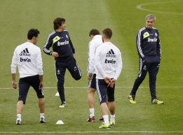 Mourinho se reunió con la plantilla blanca en el vestuario