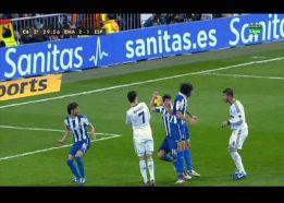 Sergio Ramos pidió penalti por una mano de Javi López con 2-1