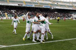 El Elche ratifica su liderato tras ganar al Almera por la mnima