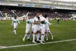El Elche ratifica su liderato tras ganar al Almería por la mínima