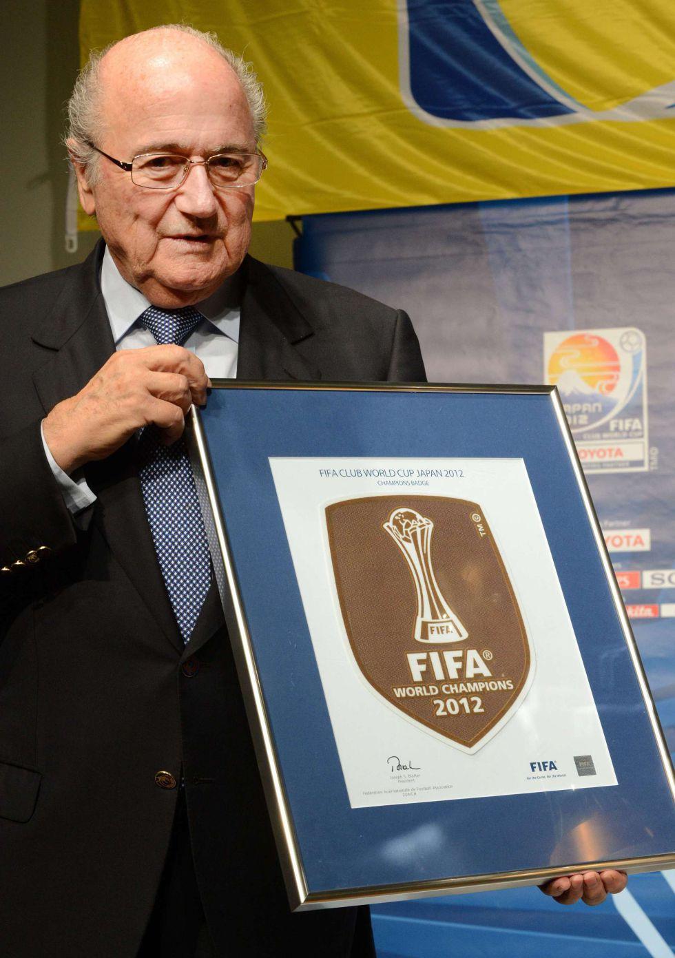Blatter entrega al Corinthians el escudo de campeón del mundo