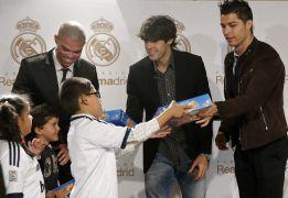 Cristiano Ronaldo, Kaká y Pepe entregaron juguetes a los niños