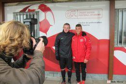 Rooney cumple su sanción entrenando con niños en Suiza