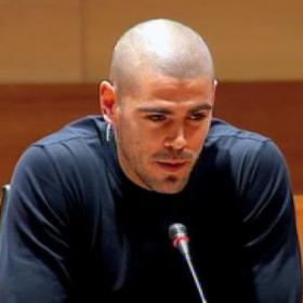 Barça expect long process in renewing Valdés's contract
