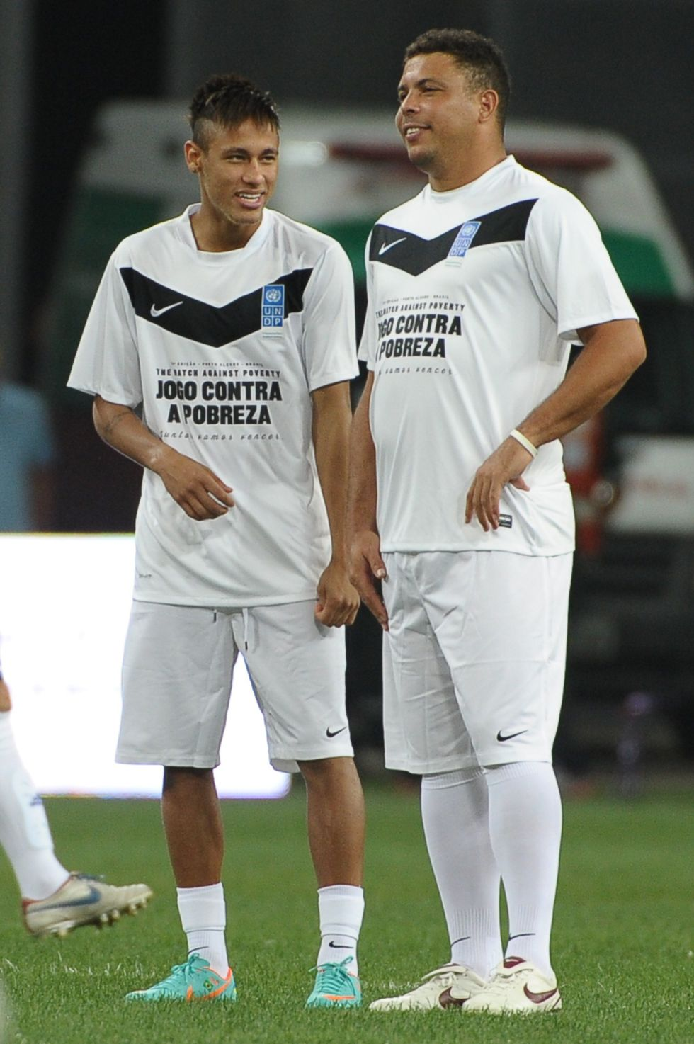 Los amigos de Ronaldo ganan el partido contra la pobreza