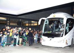 300 personas reciben al Real Madrid en su hotel de Málaga