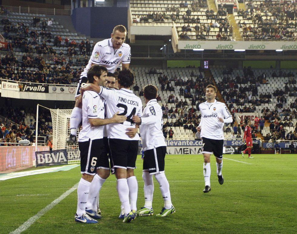 El Valencia se lleva por pegada un partido de pasacalles