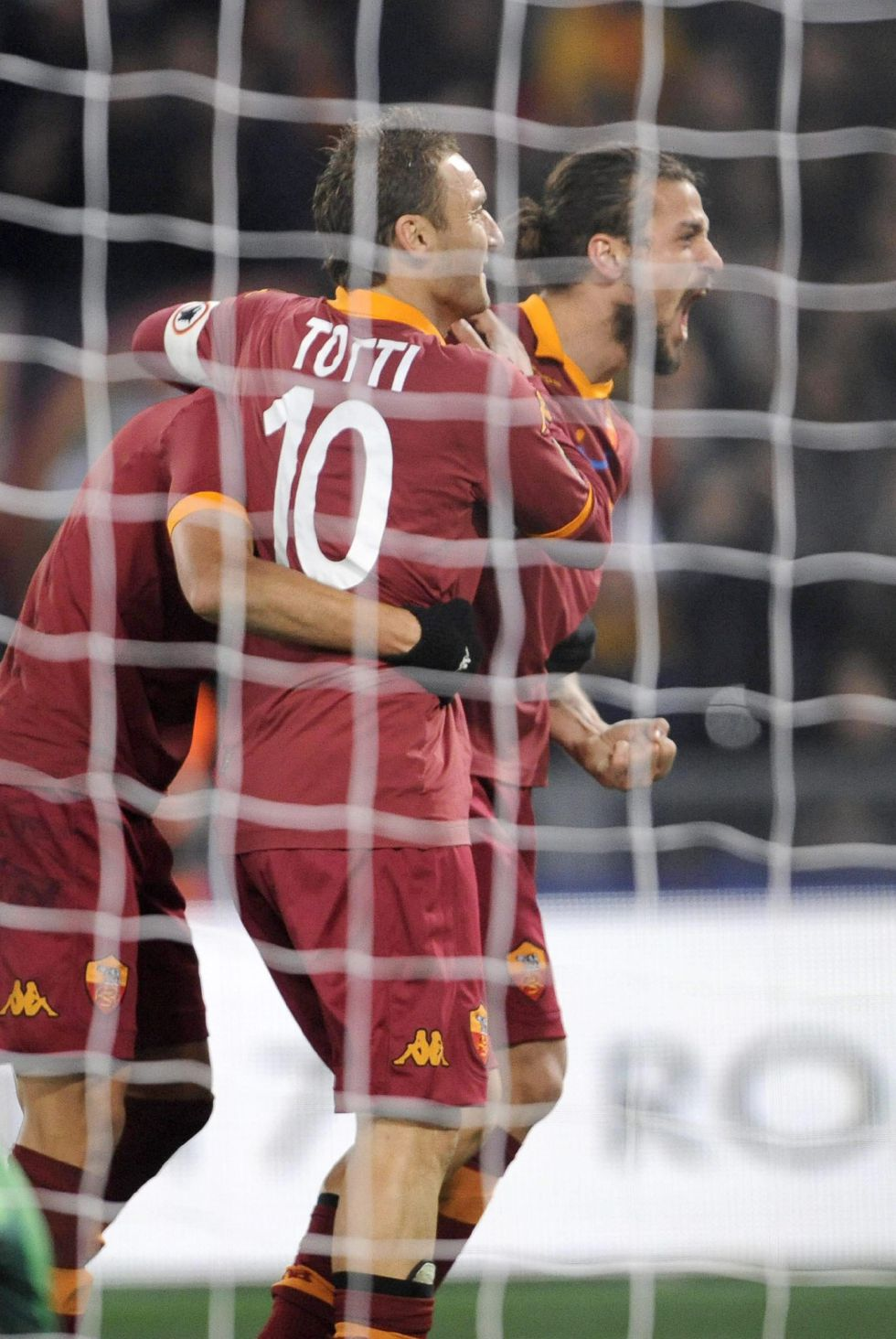La Roma sonroja al Milan