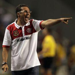 Luxemburgo dejaría de entrenar en 2013 por presidir el Flamengo