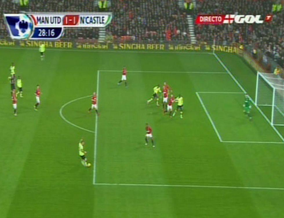 El árbitro anuló y dio validez después a un gol del Newcastle