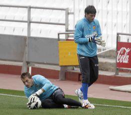 Alves saldrá en verano y se busca segundo portero