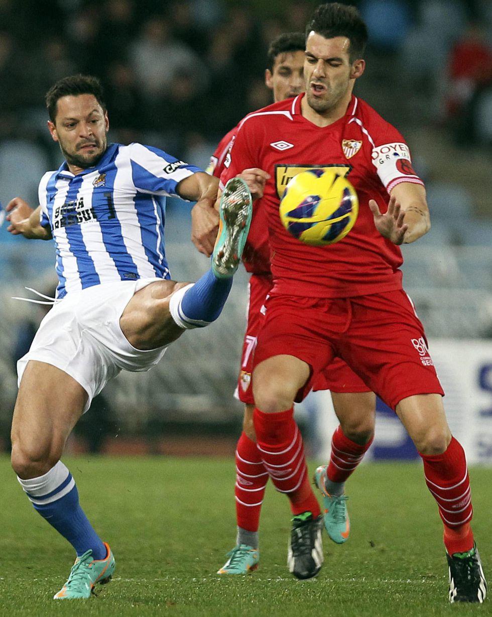Sevilla y Chelsea negocian por Negredo: podría dejar 18 kilos