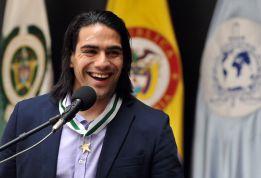 Falcao sufre una inocentada con Adrián López como 'gancho'