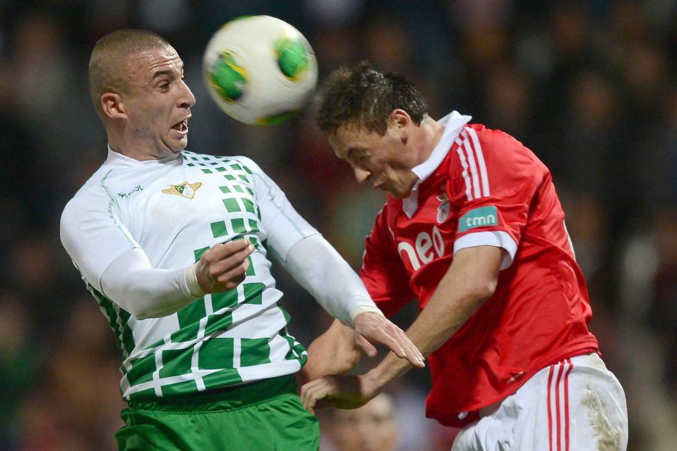 Benfica y Oporto se dejan sorprender por dos modestos
