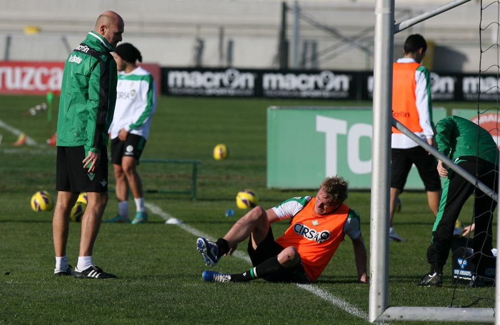 Perquis se va lesionado en la primera sesión de entrenamiento