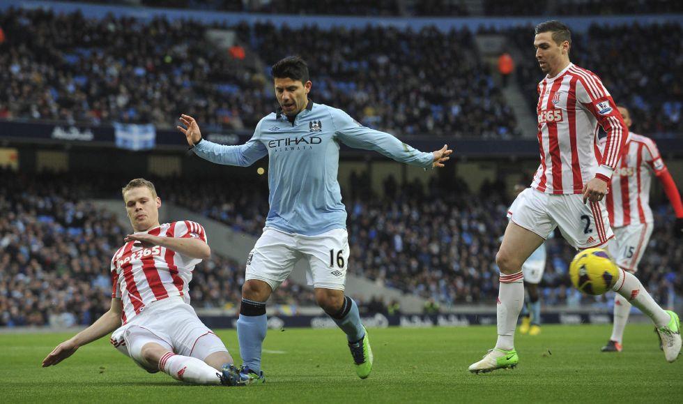 El City gana sin problemas y sigue la estela del United