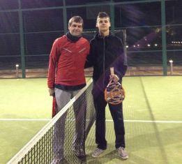 Tito Vilanova despidió el año jugando al pádel con su hijo