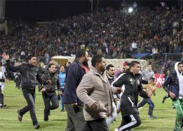 Al menos 39 heridos en choques entre hinchas de fútbol en Egipto