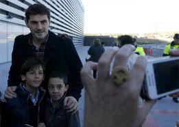 Casillas visita a los niños del hospital Rey Juan Carlos de Móst