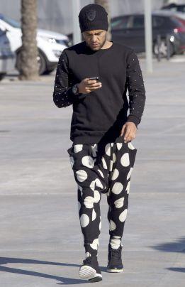 Alves...y sus nuevos pantalones... 1357237148_299023_1357237221_noticia_normal