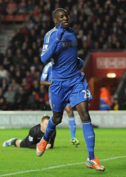 City y Tottenham no fallan y Demba Ba debuta a lo grande