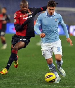 La Lazio no pierde de vista a la Juve tras remontar al Cagliari