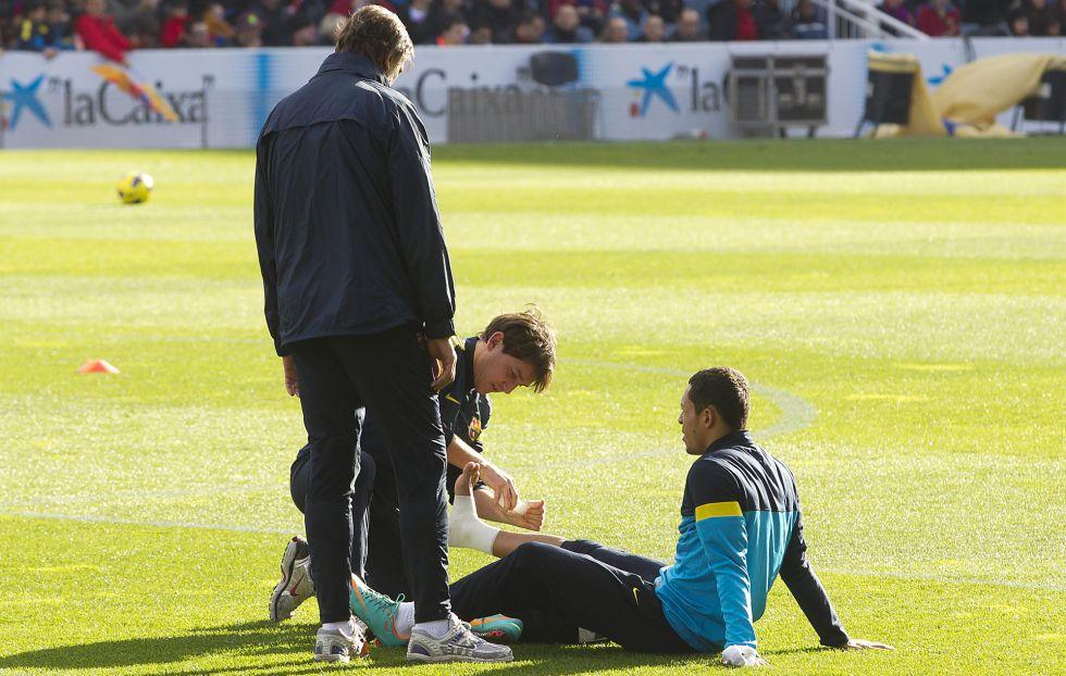 Adriano se entrena al margen en una sesión de recuperación