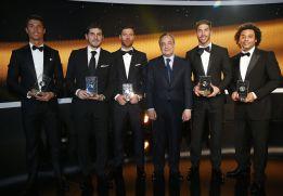 Florentino acompañó a los cinco jugadores del Madrid premiados