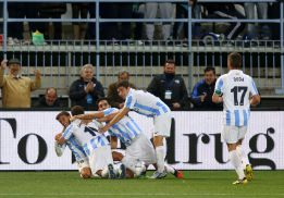 El Málaga sufrió hasta el final pero resolvió con su pegada