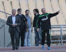Pepe Mel se queja airadamente del césped de La Cartuja
