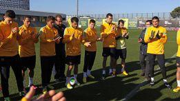 Messi recibe una ovacion en el entrenamiento del Barcelona