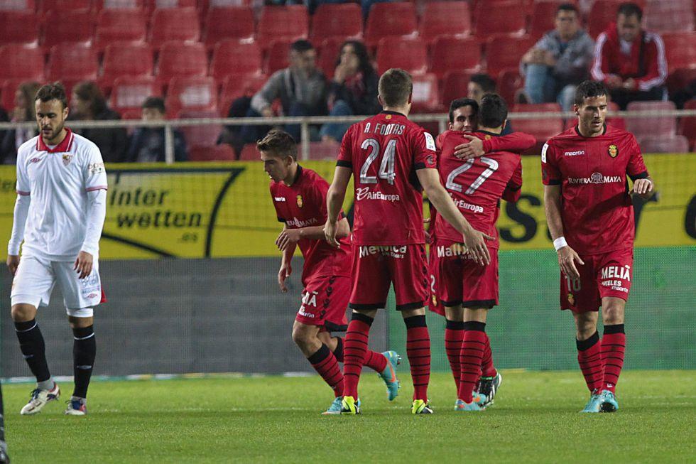 El Sevilla cumple el trámite y el Mallorca dice adiós ganando