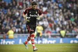 Ovación y cánticos a Casillas; división de opiniones con Mou