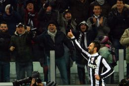 Vucinic conduce a semifinales al Juventus y elimina al Miln