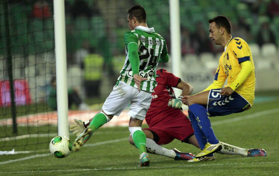 Rubén Castro da el pase al Betis ante un buen Las Palmas