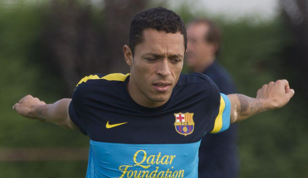 Adriano sigue con sus molestias y es baja ante el Córdoba