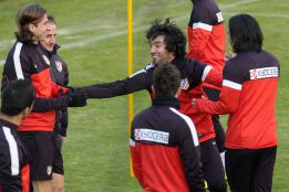 El Atlético trabaja sin Adrián y con el exótico Teerasil Dangda