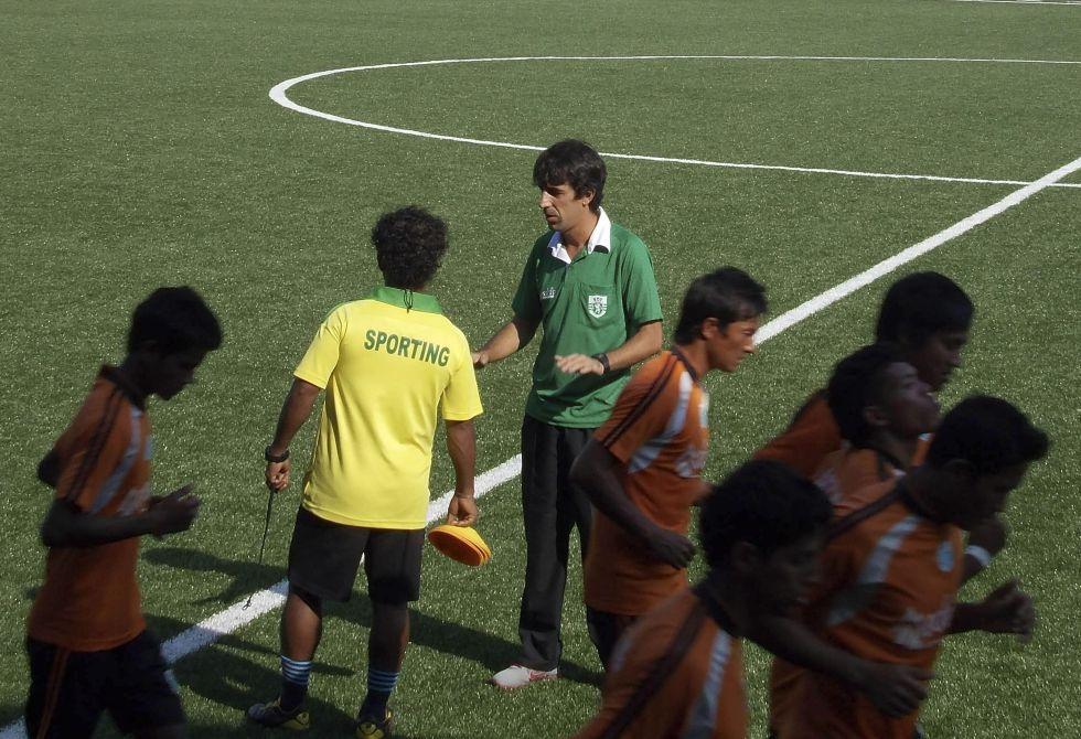 Óscar Bruzón es el primer español que entrena en la India