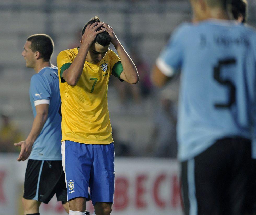 Brasil perdió ante Uruguay y queda al borde de la eliminación